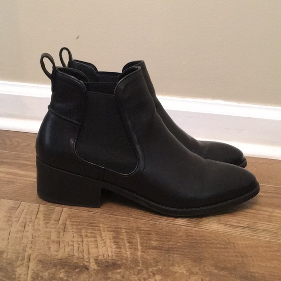 """7bd78c98652 EUC Steve Madden """"dicey"""" booties 9 black leather"""